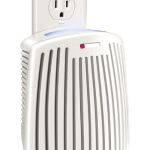Hamilton Beach 04531GM –Best Plug-Mount Air Purifier for Bathroom with Carbon Filter and Green Mountain Scent